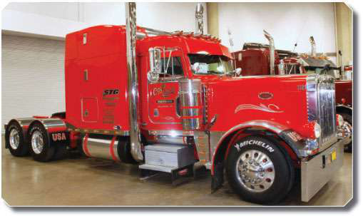Floyd Moore won Best of Show Working Bobtail with this 2000 Peterbilt 379, which he runs 150,000 to 160,000 miles a year.