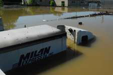 Truckers cope with crisis in flooding