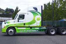 Daimler, Walmart team on hybrid truck
