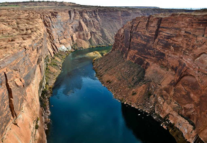 Over the canyon rim -- a grand, prize-winning truck driver's photo -- and more
