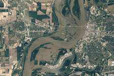 Mississippi River flooding closes roads