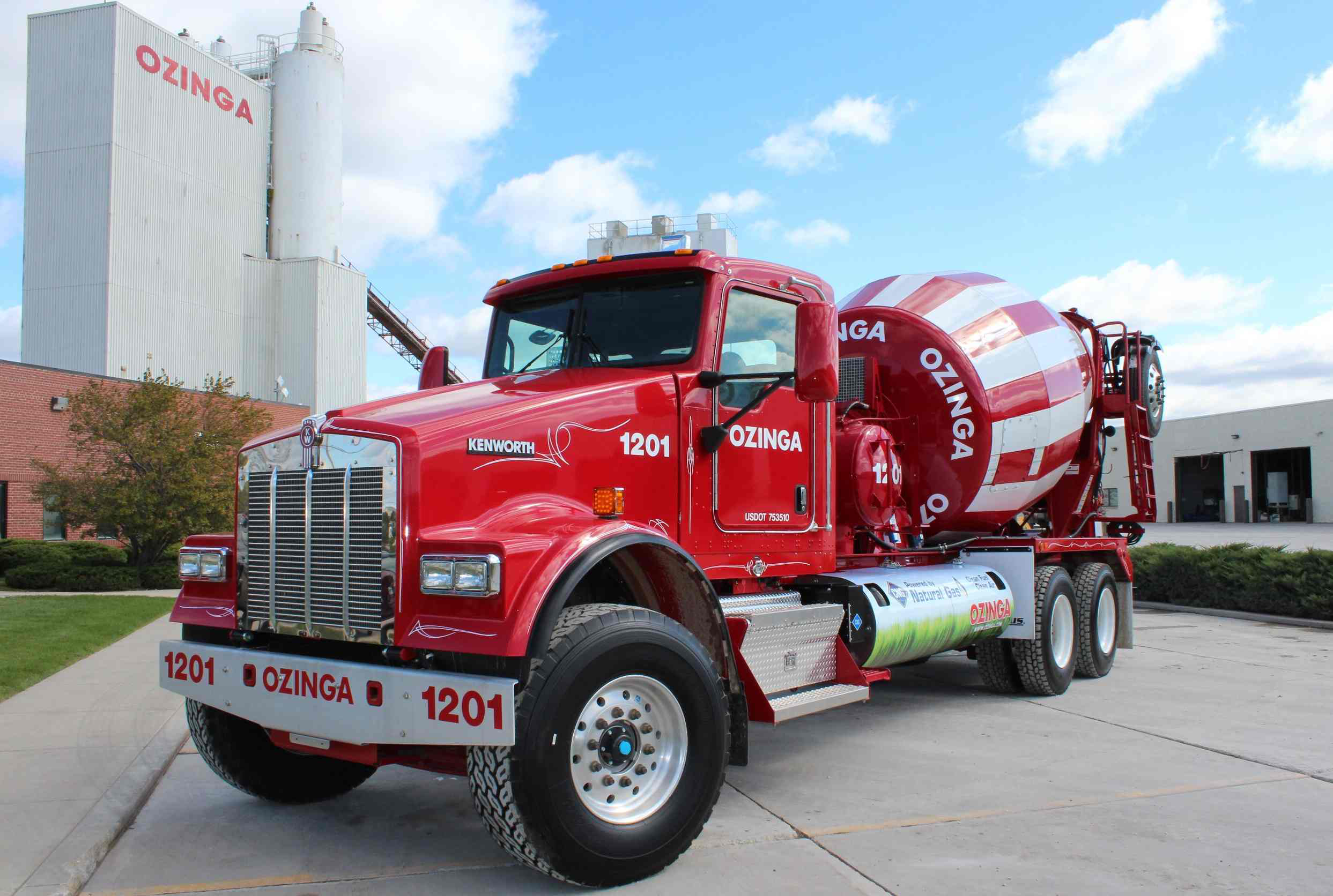 Ozinga W900s Mixer Powered By Cummins Westport Cng