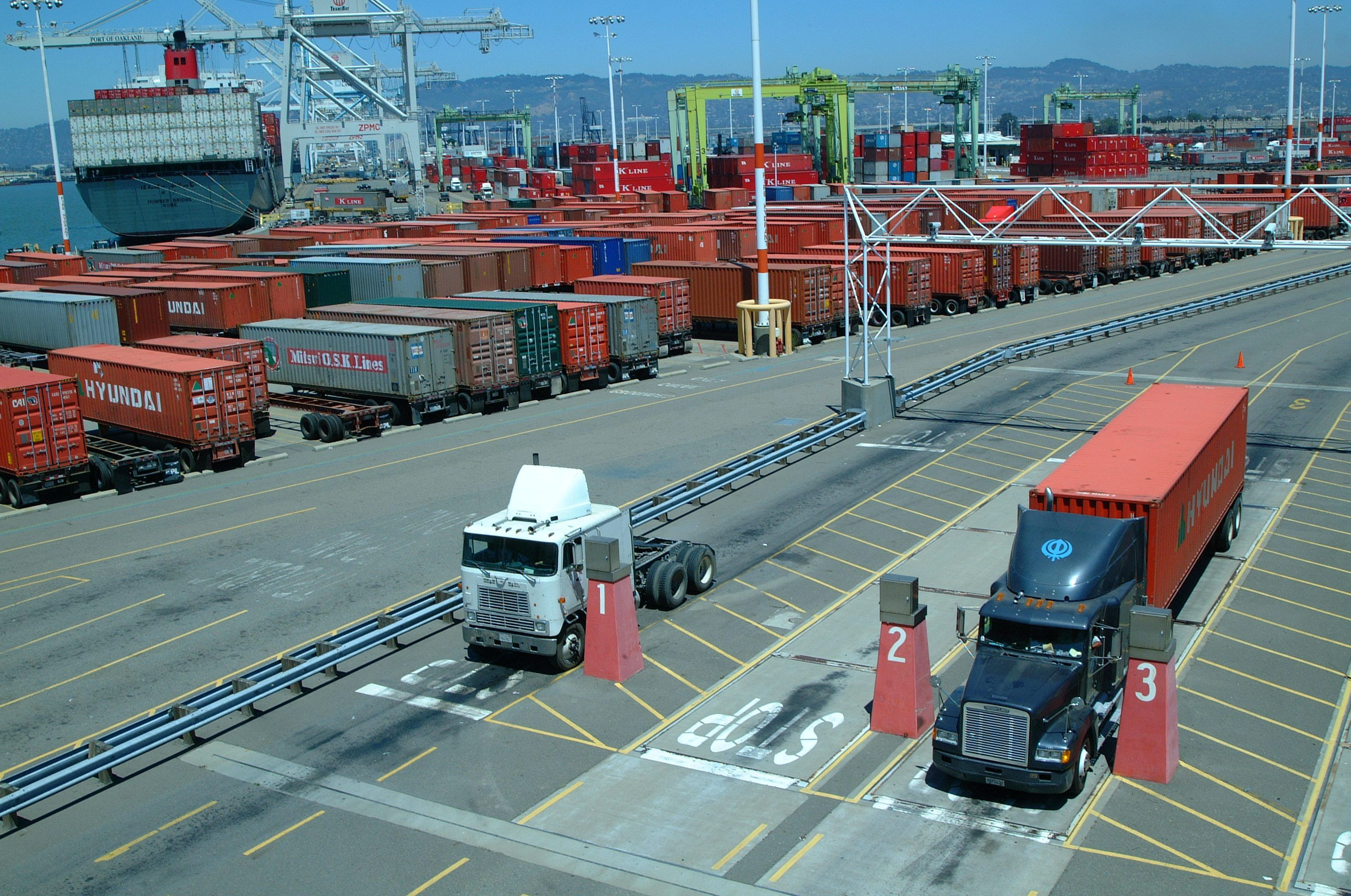 Starting Monday, Oakland port will require truck appointments