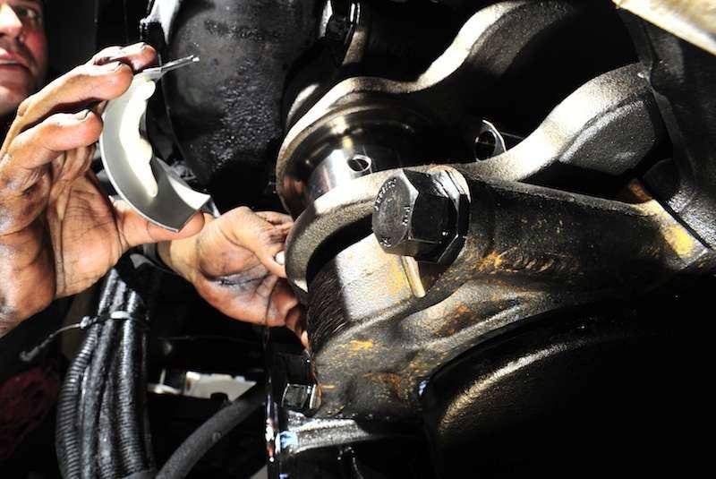 shop-work-mechanic-engine