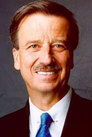 Navistar CEO resigns