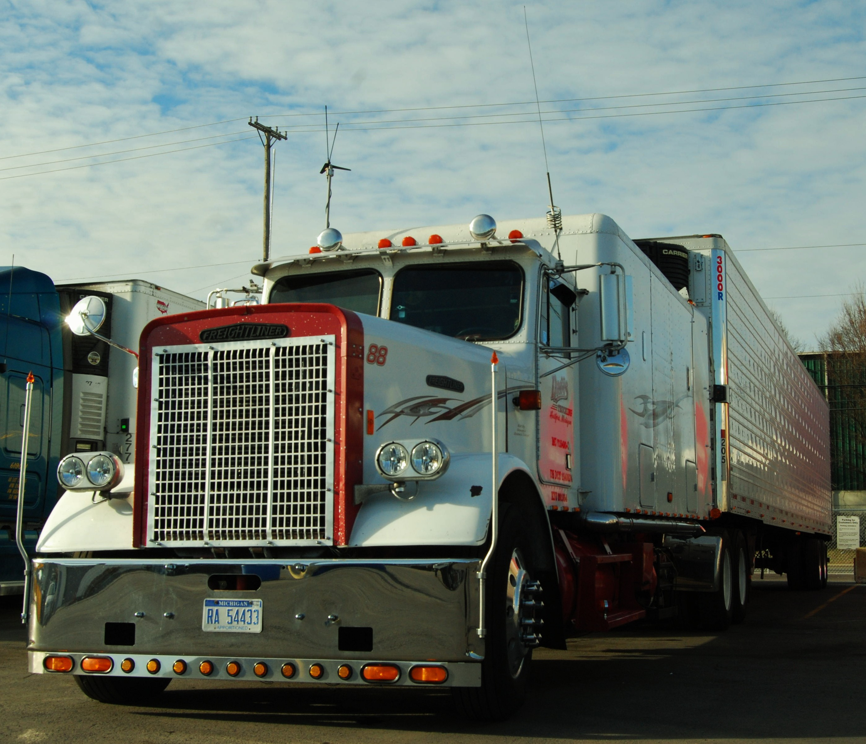 Video Pics Custom 1988 Freightliner