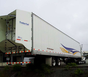 Jackie Wormley's 2001 Freightliner FLD