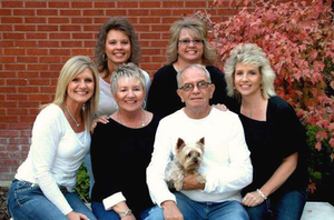 "Rici Lowe (far left) and her three sisters, mother and father Richard ""Buck"" Buchholz"