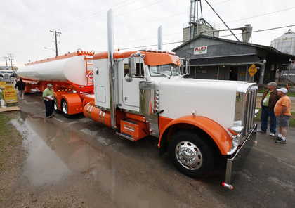 Bill Rethwisch's 2012 Peterbilt 389 and Polar tanker are the new winners.