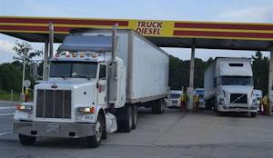 trucks-port