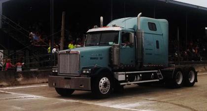 VIDEOS, PICS: Western Stars at N.Y. truck pull