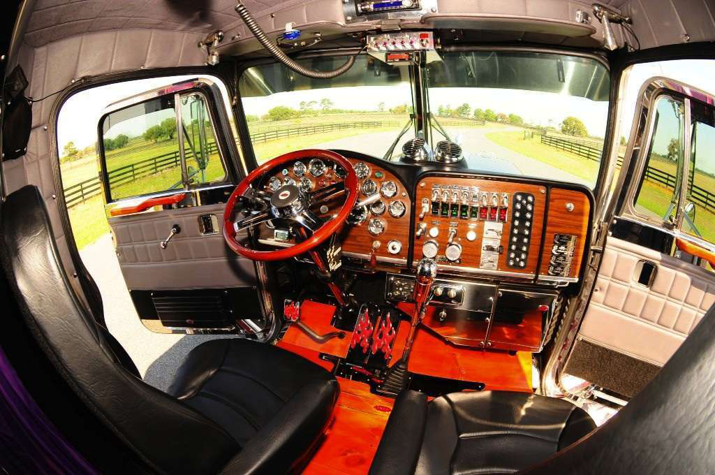 Bringing Out The Stripes In An 39 86 359 Overdrive Owner Operators Trucking Magazine
