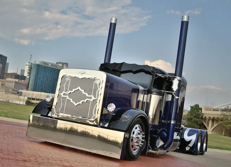 2013 National Champion, Limited-Mileage Bobtail: Jerad Wittwer's '01 Peterbilt 379