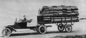 The first Fruehauf trailer, built in 1914.