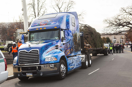 Christmas tree arrives at U.S. Capitol