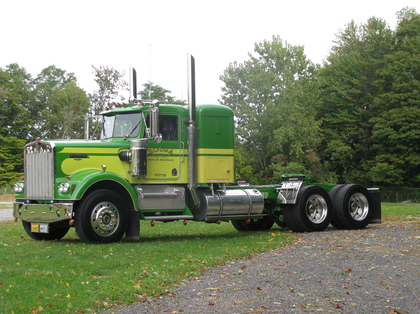 '70s fever: 1977 KW catches lots of highway attention