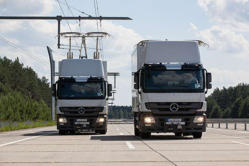 If a driver needs to pass a slower truck in the eHighway lane, the system automatically disconnects from the power grid, and the prong-shaped pantograph wand lowers. The system automatically re-engages the power grid when the driver returns to the eHighway lane.
