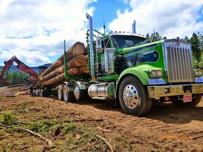 W900L glider rolls in log-hauling fleet