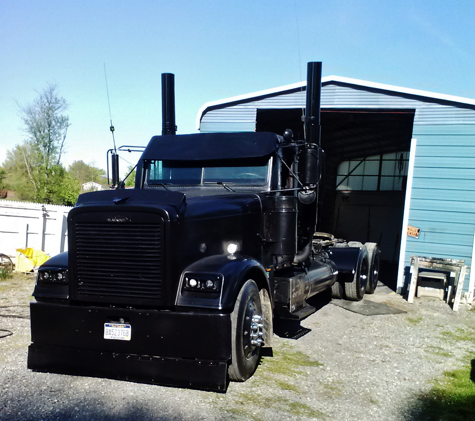 'Black Out' 1999 Freightliner of Charles Timbrook
