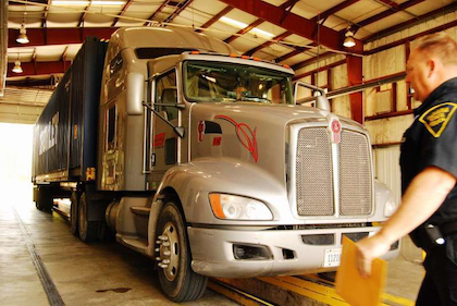 2009 KW T660 at Indiana inspection barn