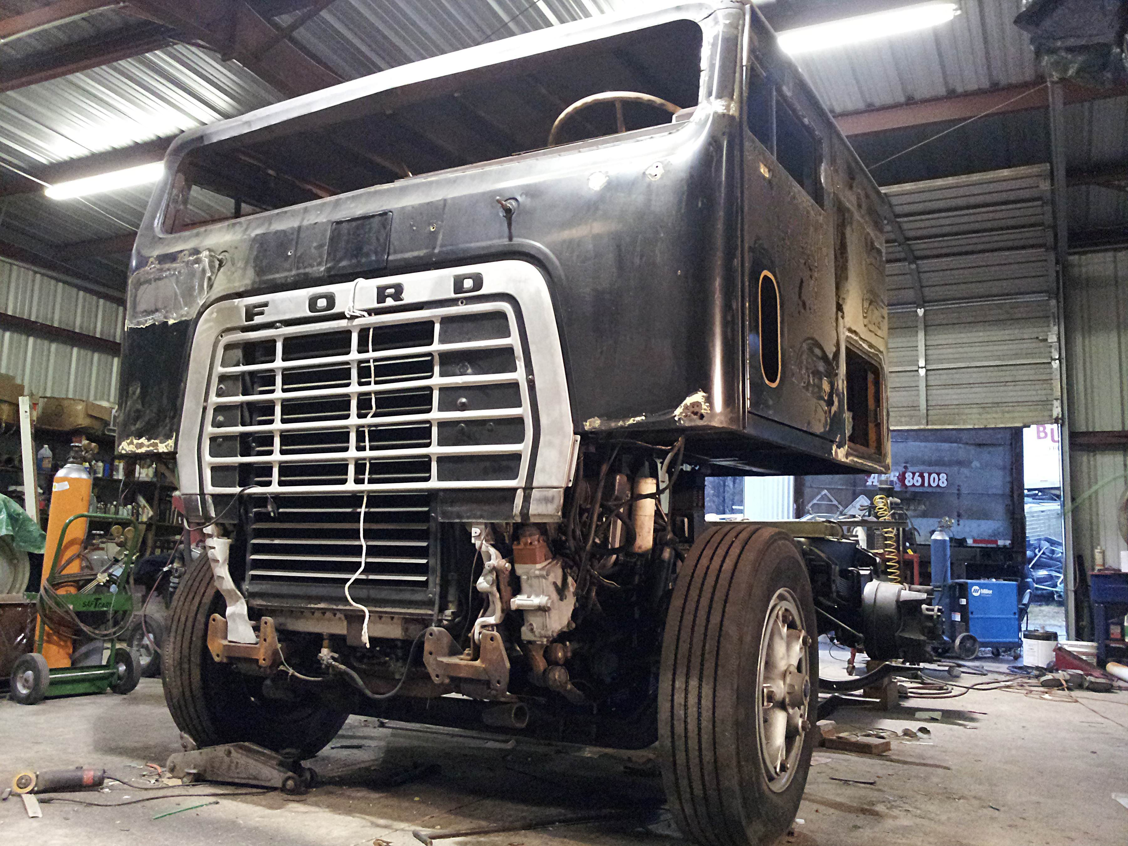 1974 \'Low Patrol\' Ford W9000: Robb Mariani\'s white whale | Overdrive ...