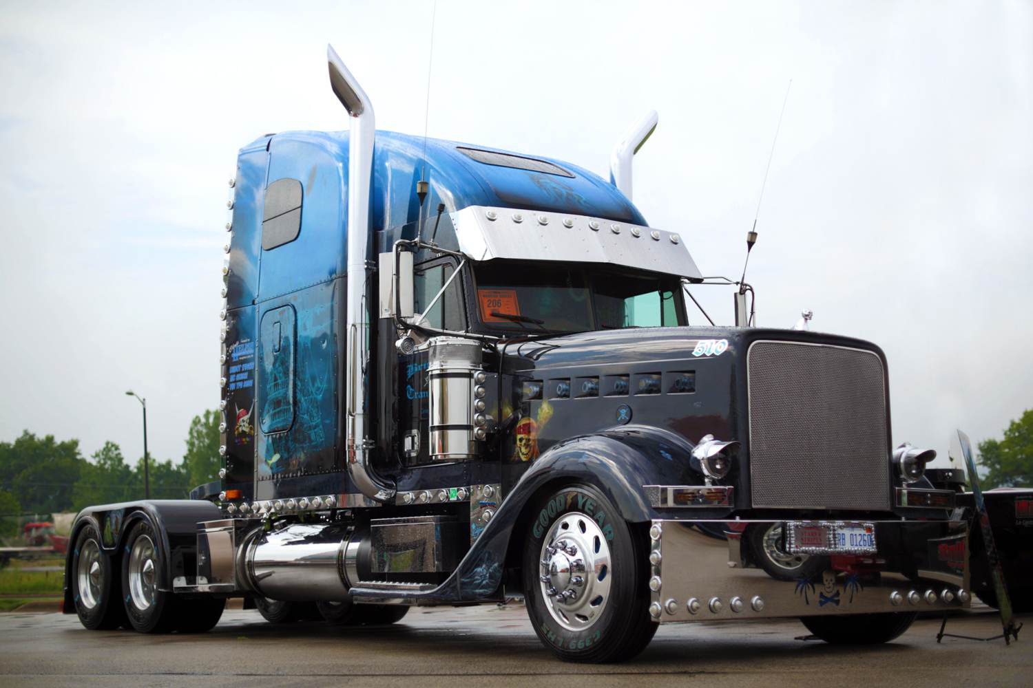 Bob and Shelley Brinker's 2000 Freightliner Classic won its second Best of Show of the year at River States, winning the show's Working Bobtail category.
