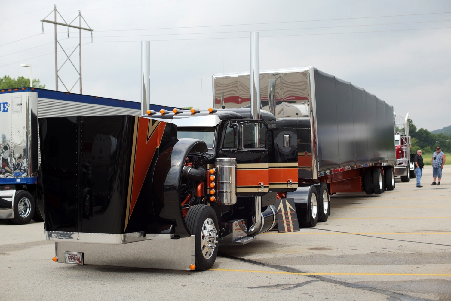 Eric Bilgo's 1995 Peterbilt 379 and MAC trailer won Best of Show in the Working Combo category.