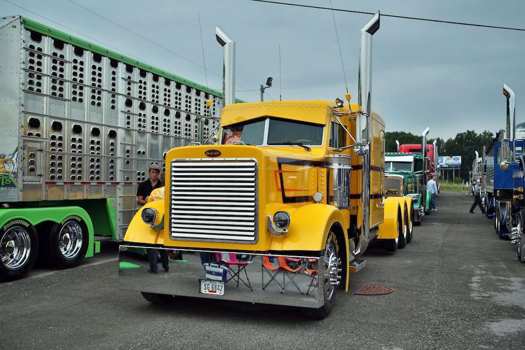 Ron Brubaker's 1993 Peterbilt 379 won Best of Show in the Working Bobtail Category. His son won Best of Show in the Working Combo category.