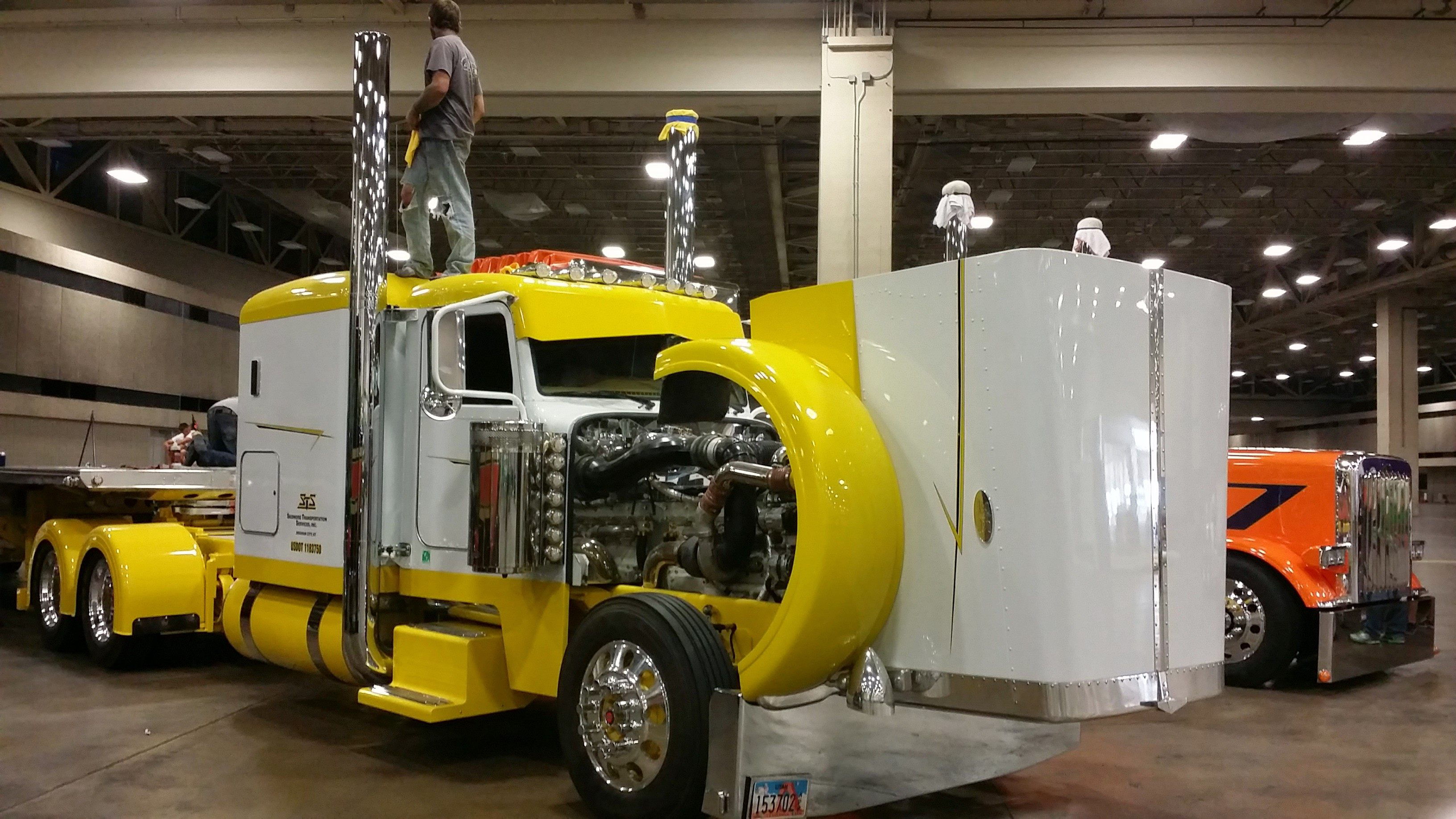 Josh Skidmore's 2007 Peterbilt 379, competing in the Limited-Mileage Combo category in the Pride & Polish National Championship.