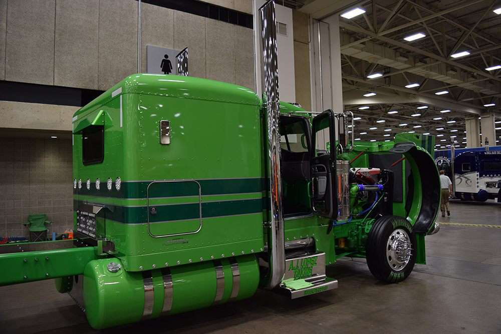 18 Wheeler For Sale >> Pair of champs: Father-son Petes compete for national title