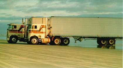 10 more classic cabovers all from you overdrive owner what a shot these two beauties are the 1978 and 79 freightliners of john sciox Image collections