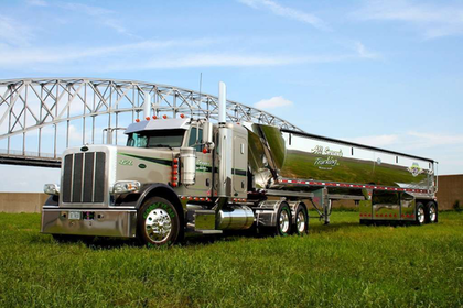 Pete for All Season's: Bulk carrier's working show rig