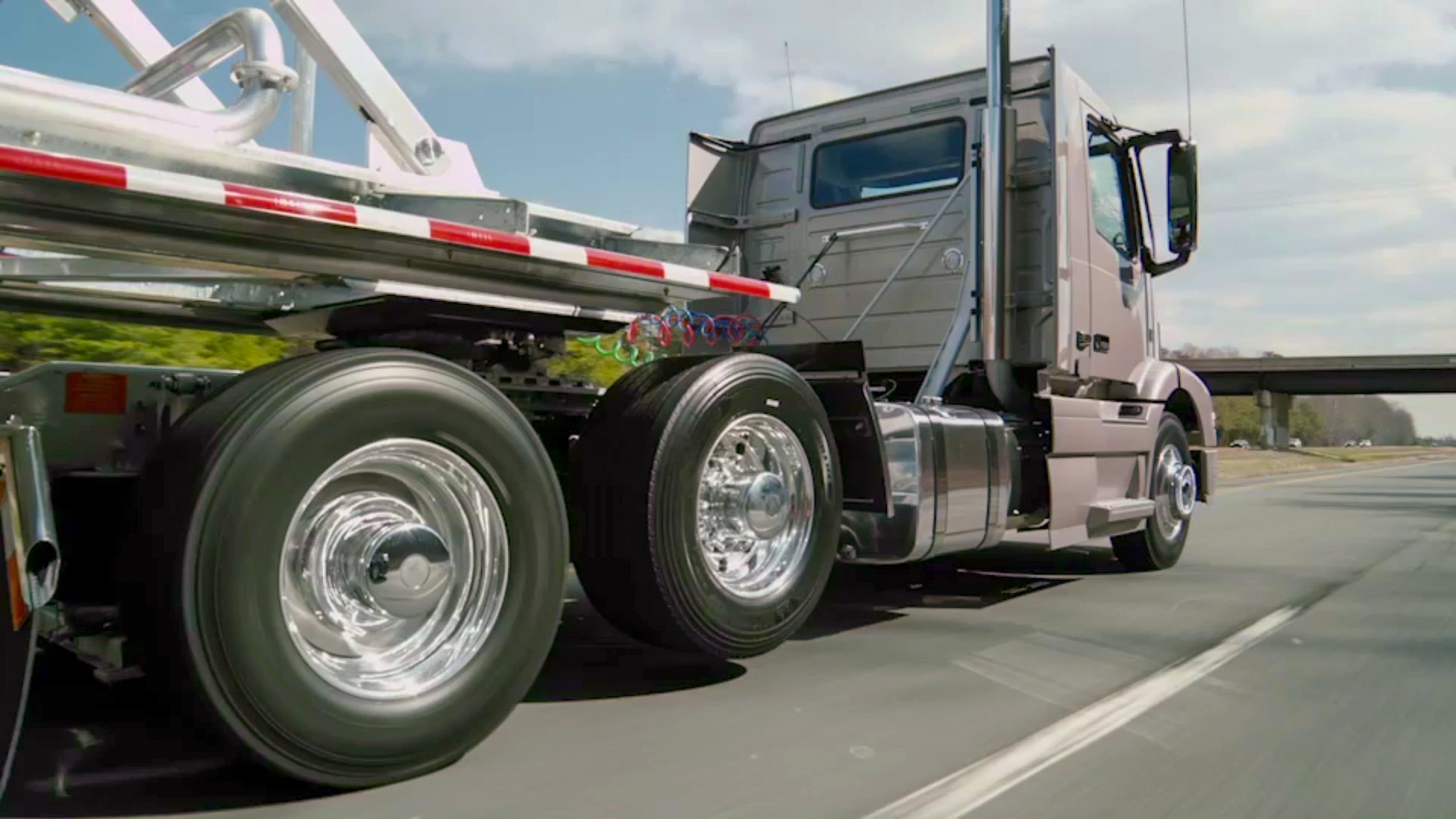 Volvo updates I-Shift, unveils liftable axle system for 6x2 applications