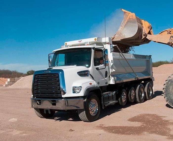 Freightliner 108SD 4