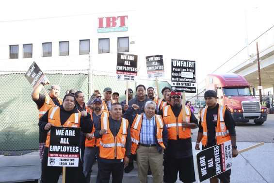 Striking port truckers return to work following deal with carriers