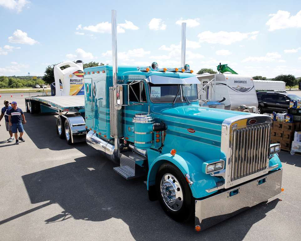 '85 Pete 359 wins Shell Rotella SuperRigs contest
