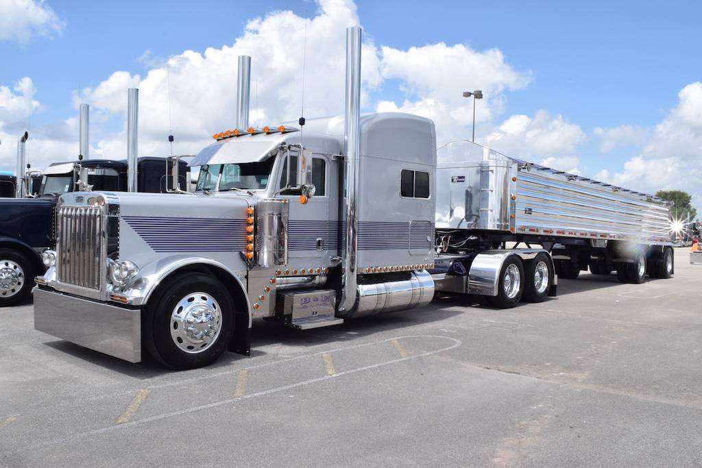 18 Wheelers likewise International 8600 Single Axle Dump Truck together with International trucks also Peterbilt 379 custom 126 large also Kw c500 pete 379 mammoet. on custom peterbilt dump trucks