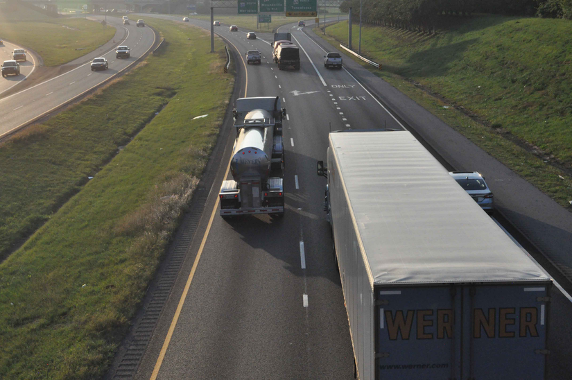 Regs relief, autonomous trucking highlight topics for FMCSA committee meeting next month