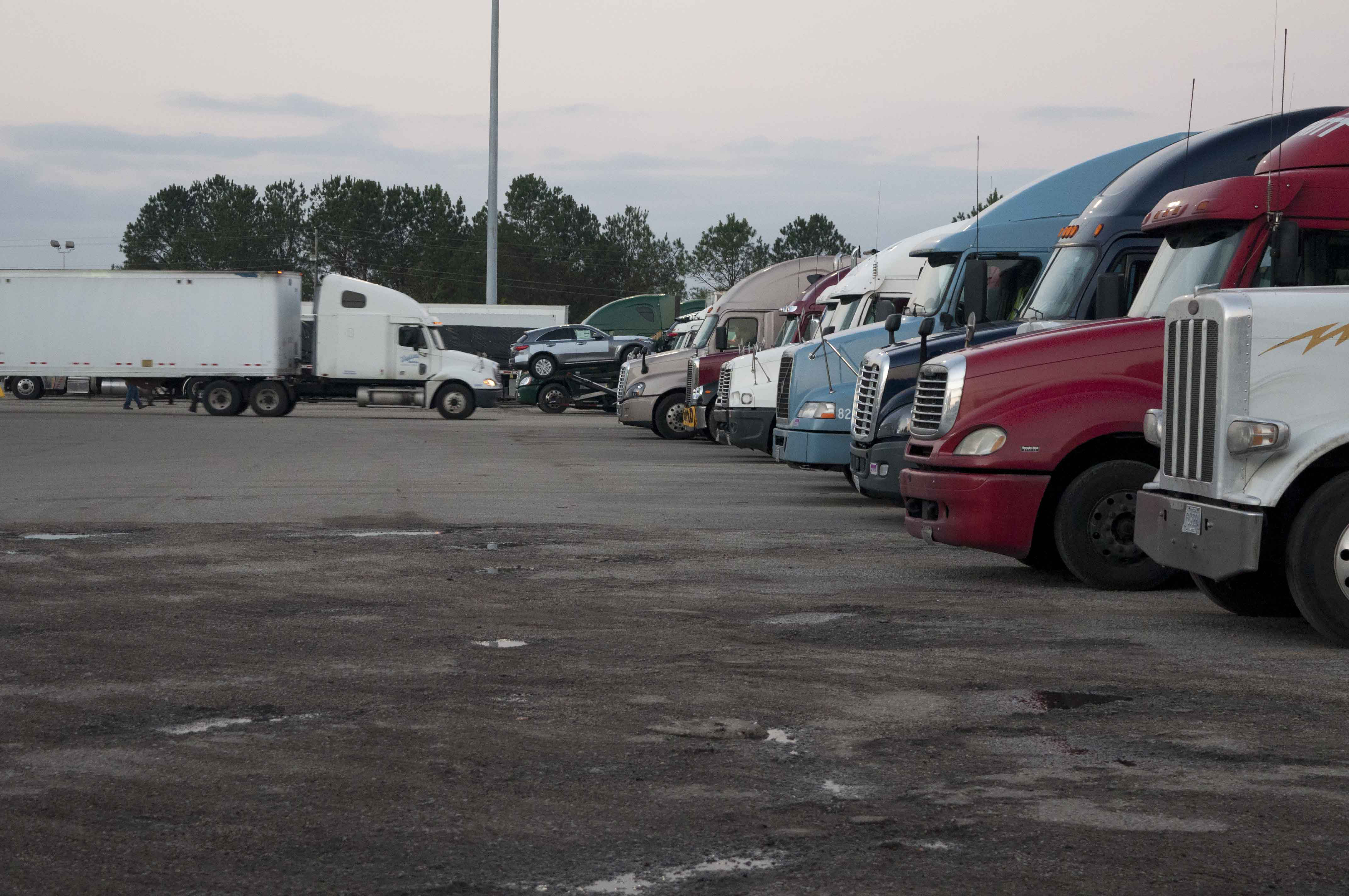 Teamsters, safety groups to Congress: Don't touch hours of service