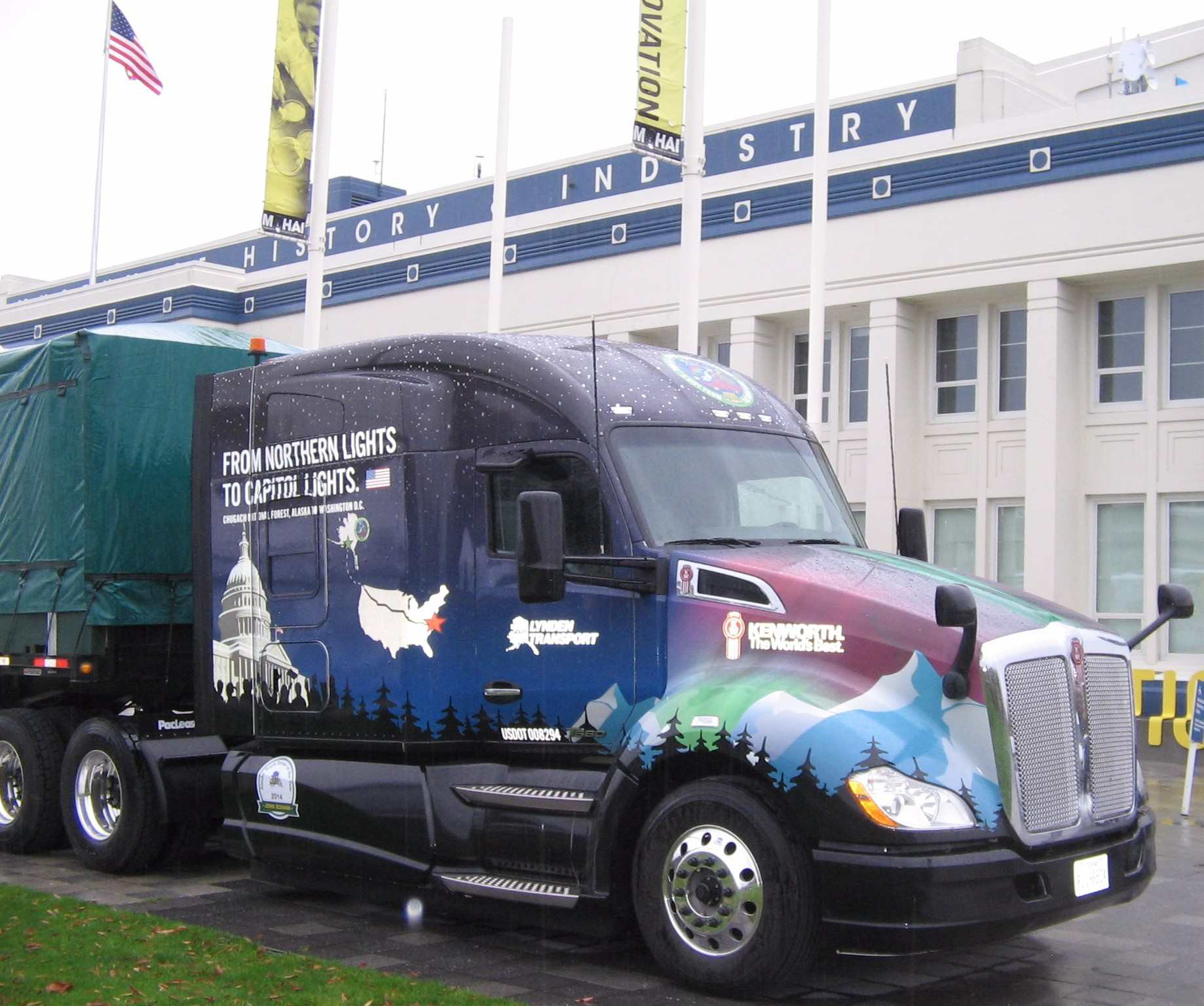 Kenworth T680 begins cross-country tour with Capitol Christmas ...