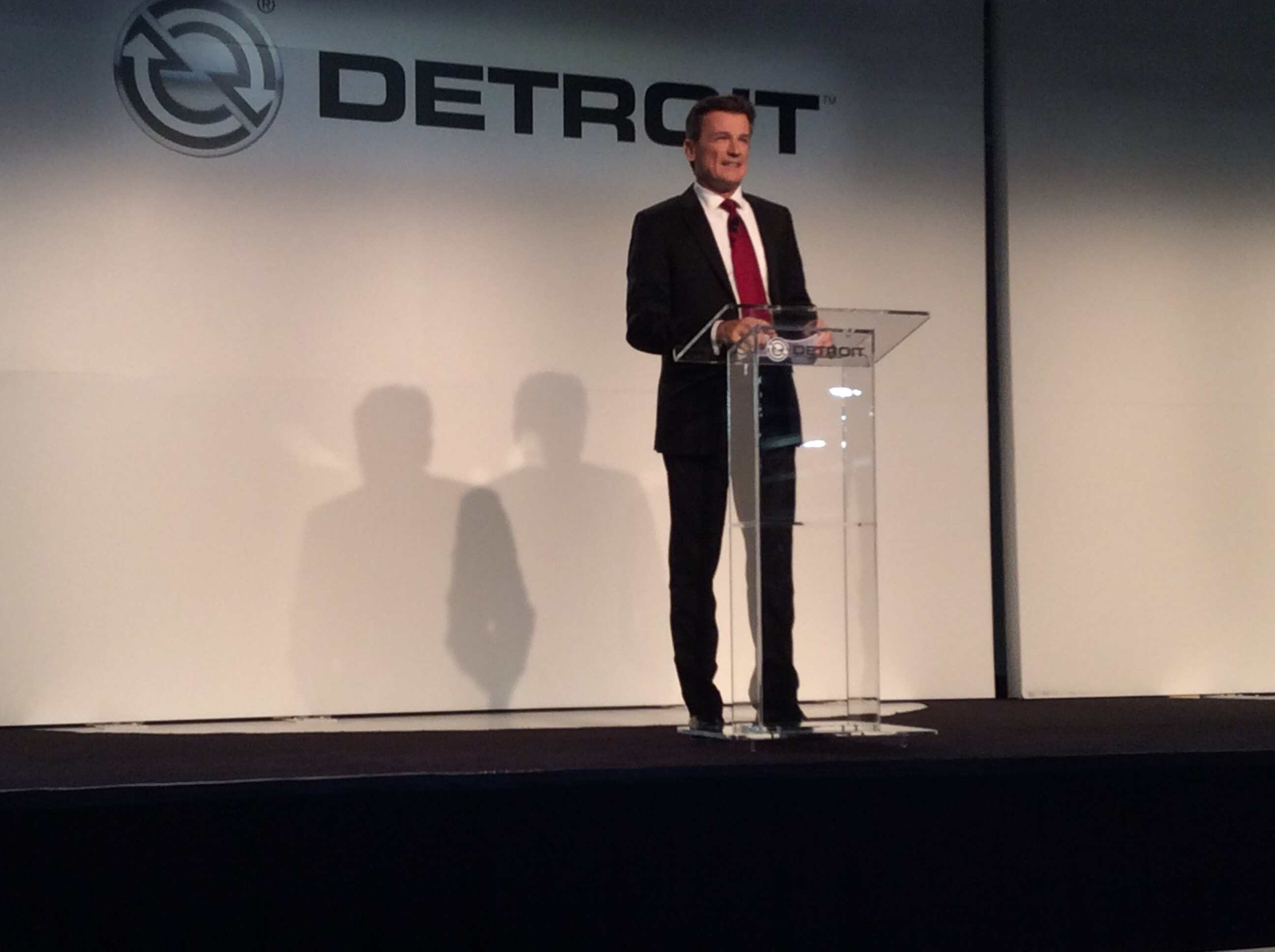Daimler Trucks announces two new medium-duty engines