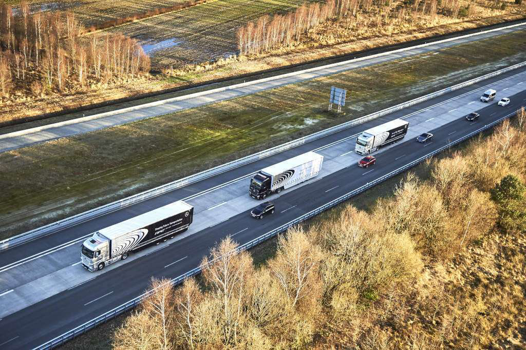 Daimler adds platooning capabilities to autonomous system, outlines future of truck connectivity