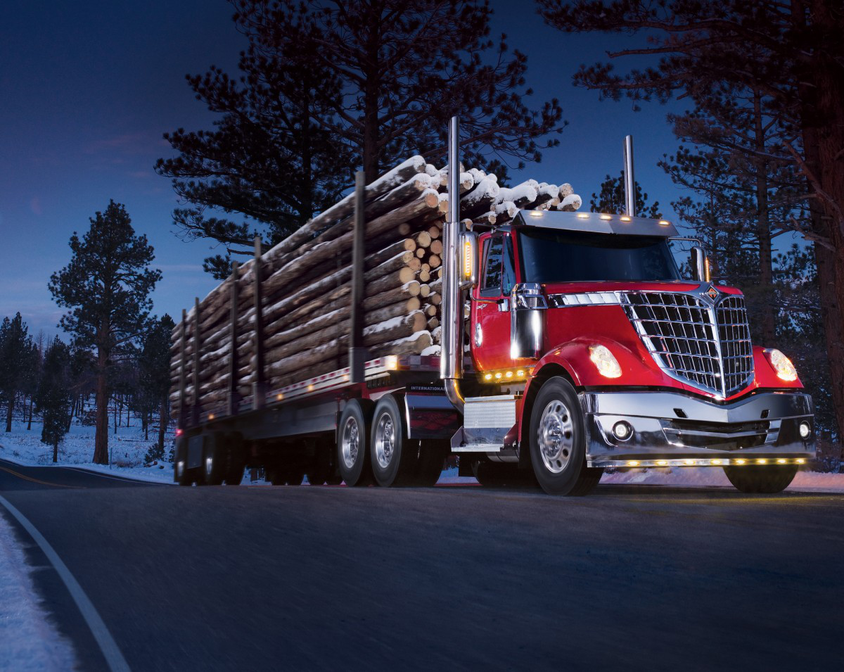 Navistar cuts losses, promises revamped truck lineup by end of 2018