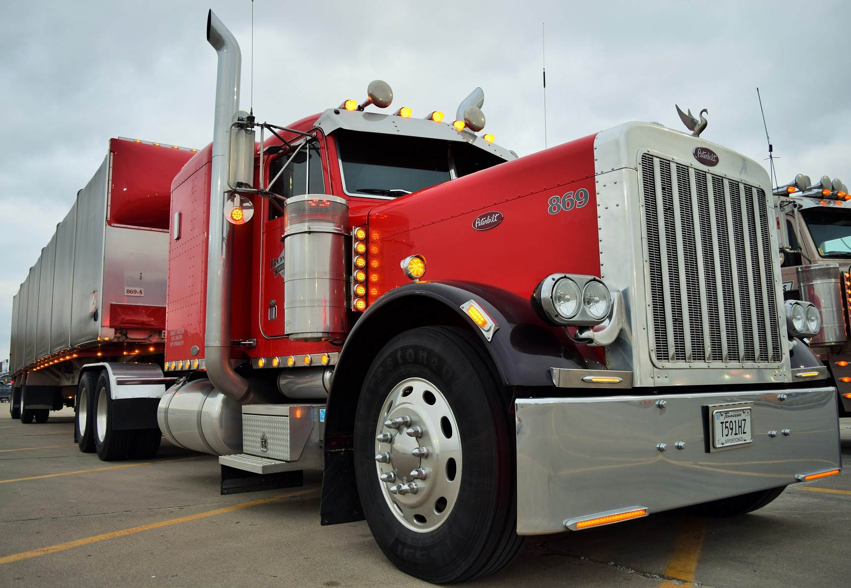 Video Ted Bowers 2005 Peterbilt 379 Stretched And