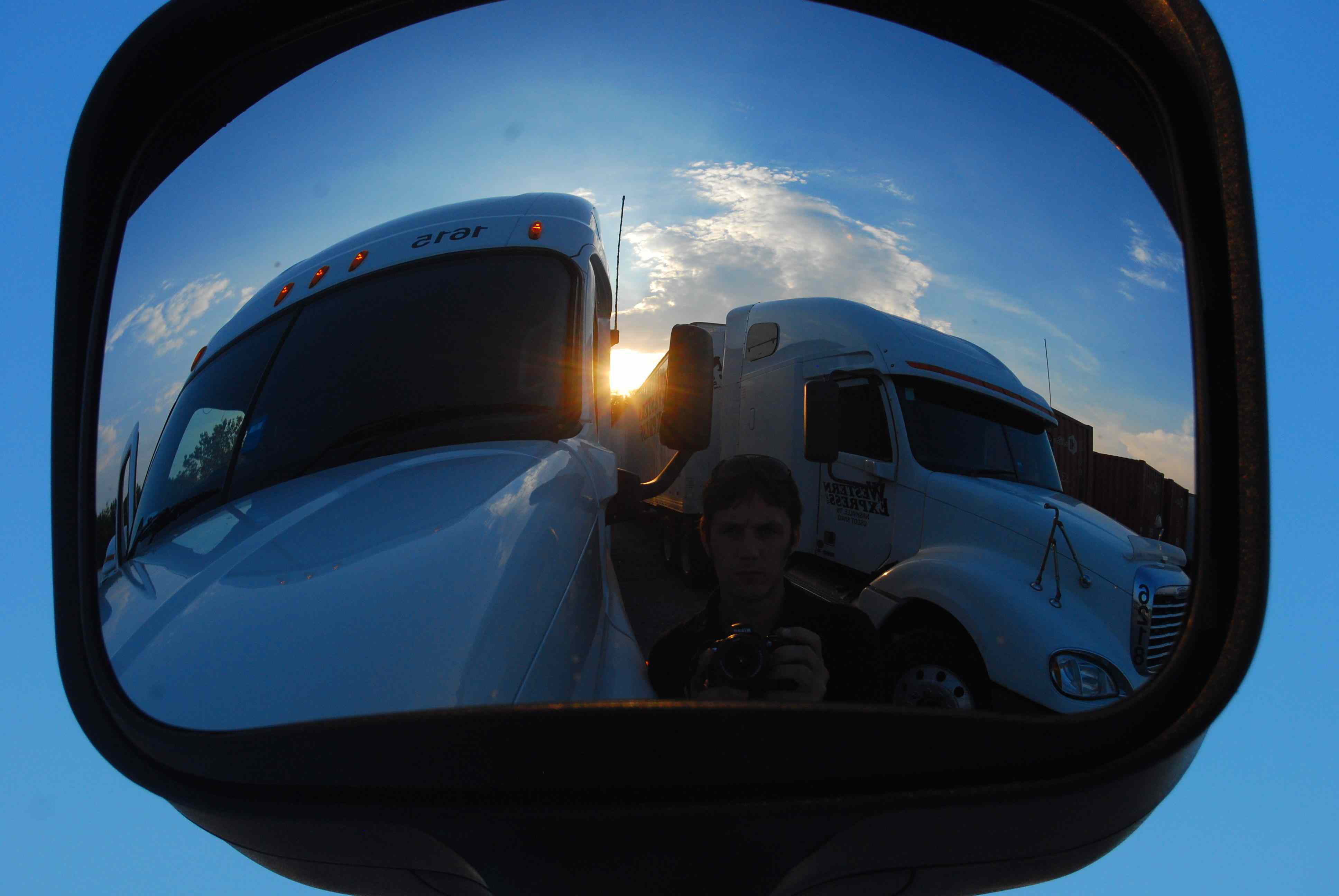 Small carriers/owner-ops land 40% of freight contracted to large carriers, report claims