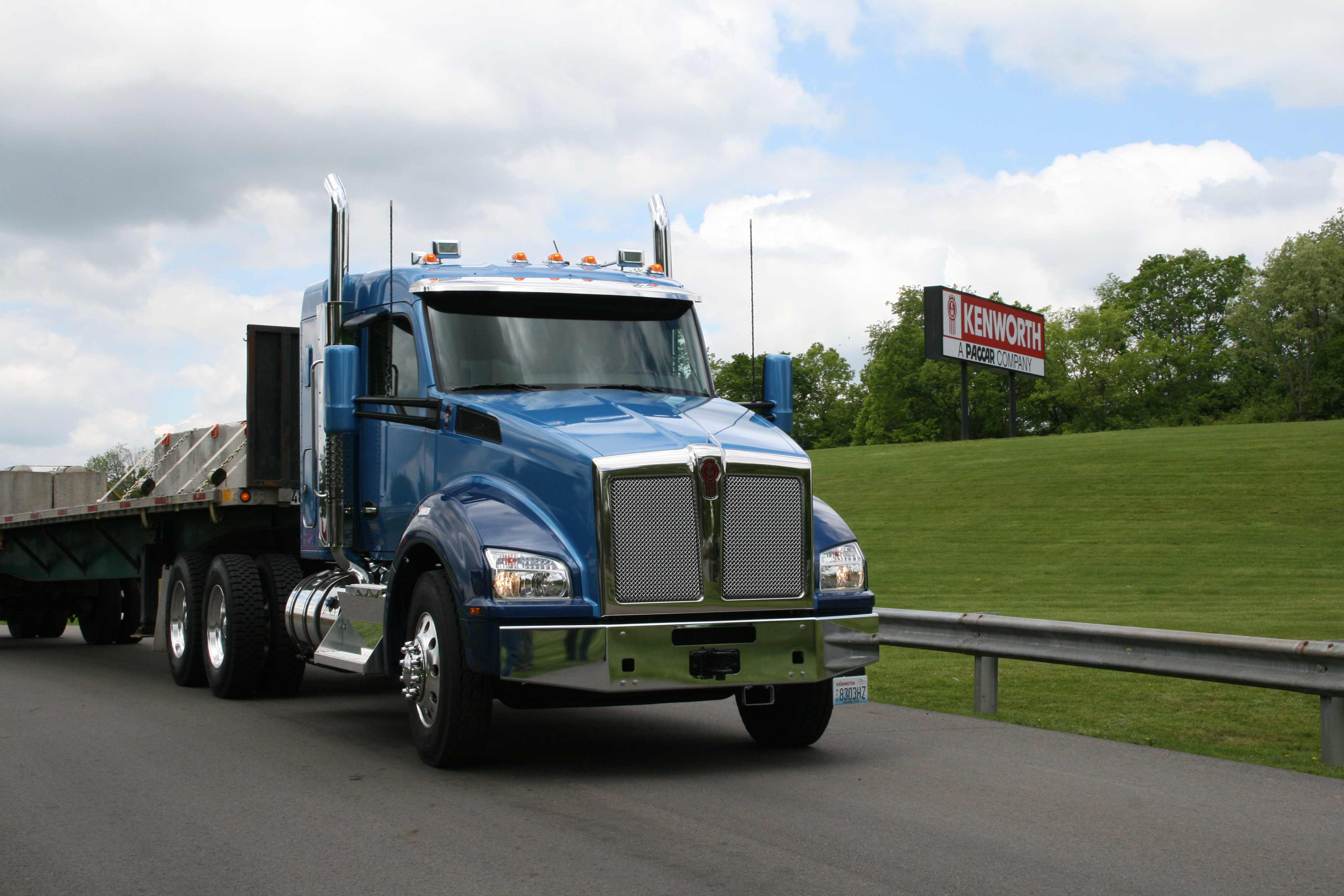 The Kenworth T880 made available for test drives featured Meritor axles in the front and rear.