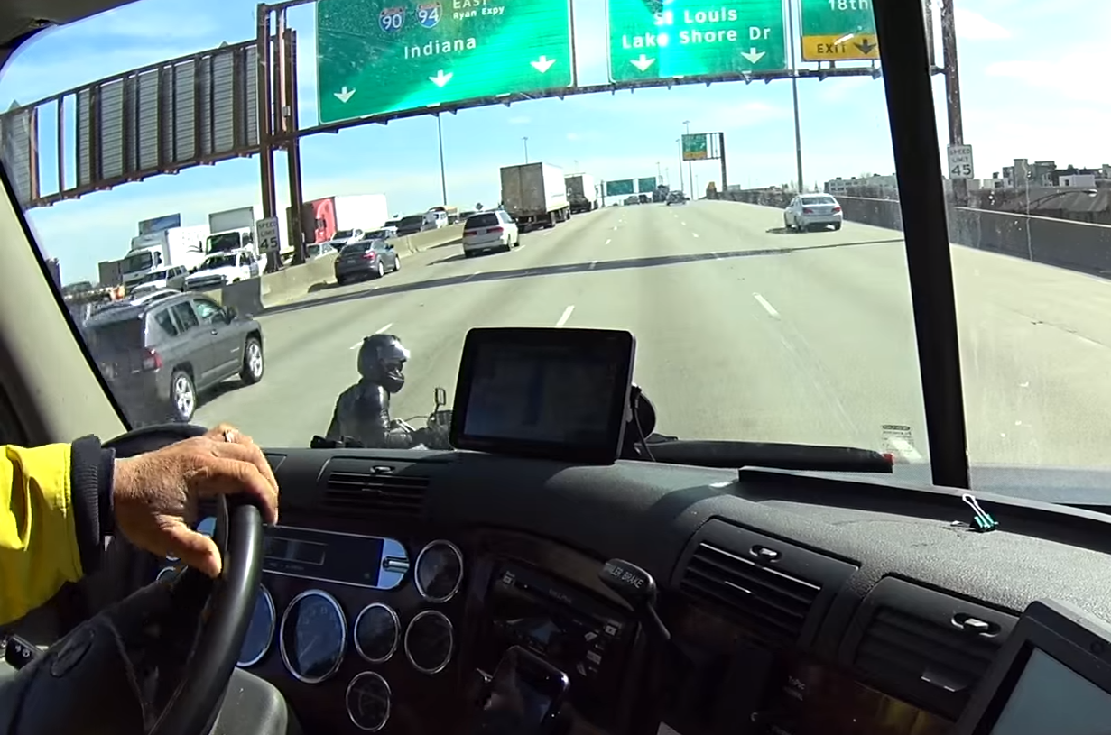 Downtown Chicago on the Dan Ryan: Bad place for a motorbike breakdown
