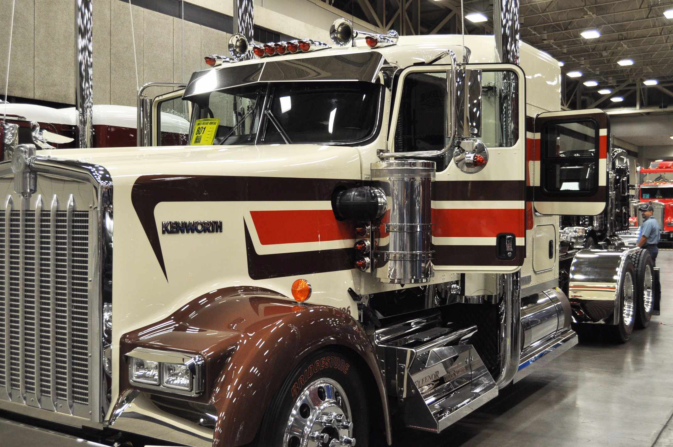 photos  pride  u0026 polish show trucks shine at 2016 great american trucking show
