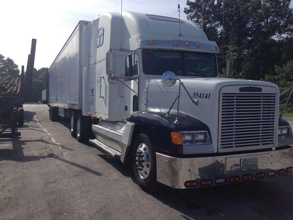 Scott Helton's sharp 1995 Freightliner, going strong at just shy of 2.5 million miles.
