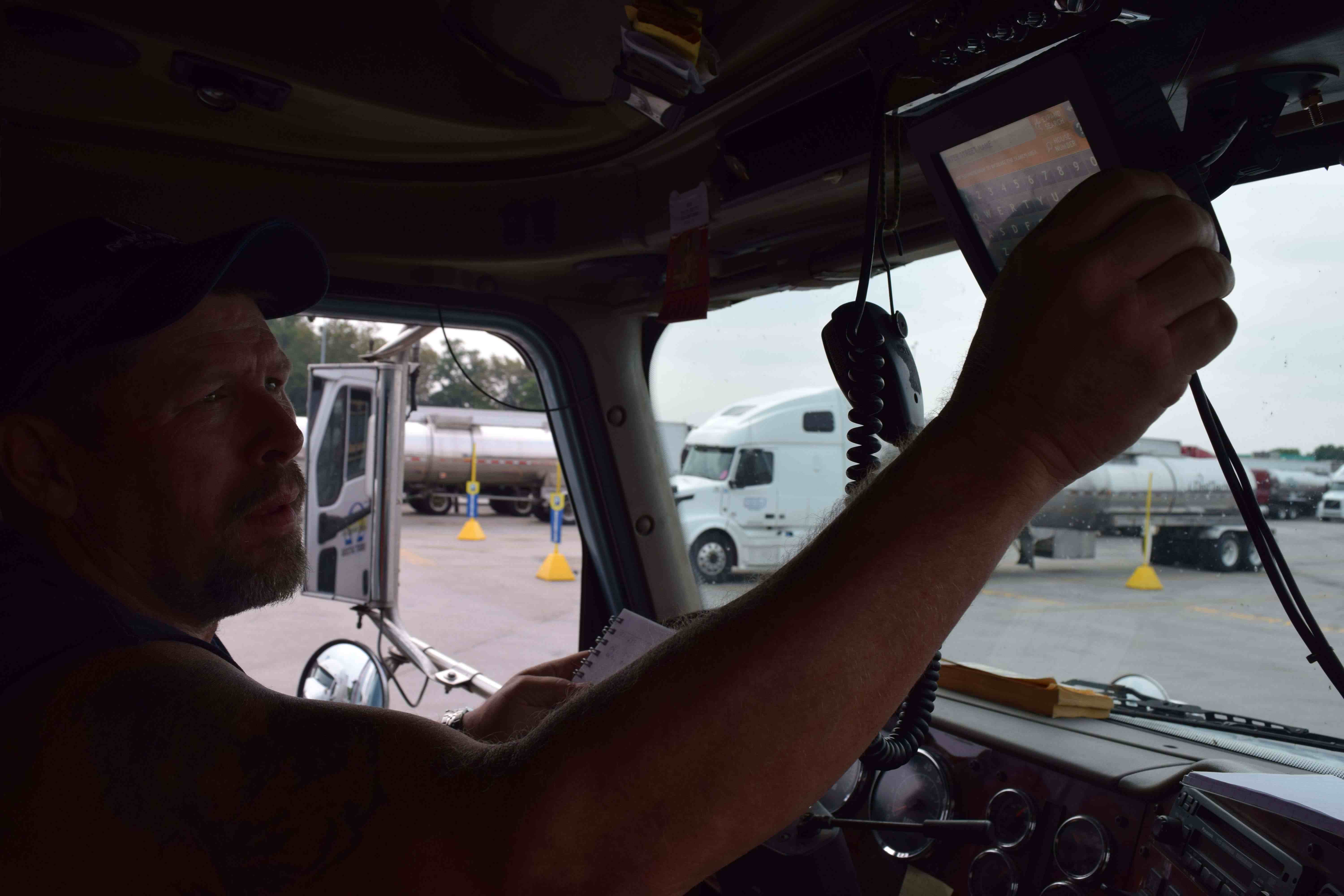 Heister can send and receive messages to his dispatcher at Boyd Bros. via the Rand McNally TND system in his truck. The system can also act as an electronic logging device. Heister currently still runs on paper logs, but when the ELD mandate takes effect, he can opt to use the existing Rand system if he chooses to.